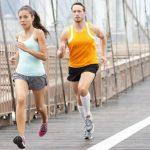 Đi bộ hay chạy bộ giảm cân nhanh hơn và đối tượng phù hợp là ai
