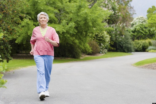 đi bộ hay chạy bộ giảm cân nhanh hơn