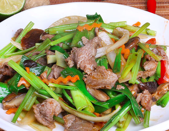 cách giảm béo mặt bằng cần tây hiệu quả, ăn rau cần tây giảm béo mặt webtretho, rau cần tây giảm cân