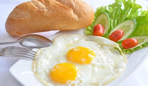 1 ổ bánh mi trứng bao nhiêu calo
