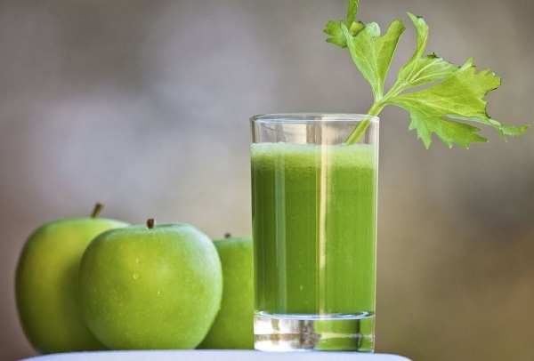 Nước Detox bằng táo xanh rất thơm ngon