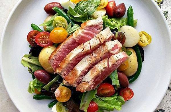 giảm cân bằng cách làm các món salad rau tươi trộn giảm cân