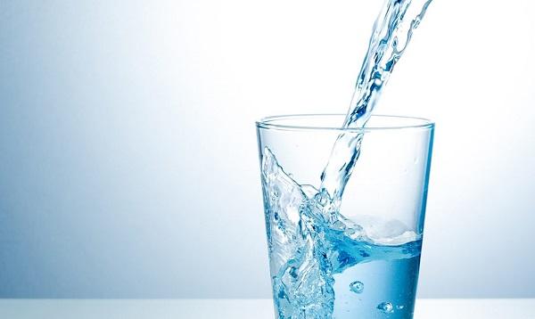 Giảm béo bụng không dùng thuốc với nước lọc