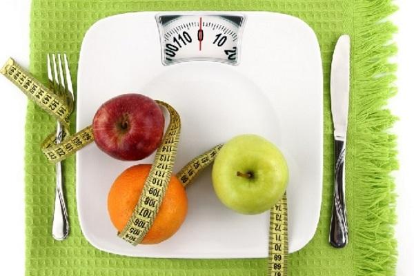 Táo là thực phẩm giảu chất xơ và chứa nhiều nước nên ăn táo giảm mỡ bụng rất được yêu thích