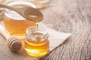Giật mình trước các cách giảm béo mặt bằng mật ong siêu đơn giản