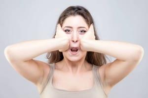 Phát sốt với các cách bấm huyệt giảm béo mặt tại nhà khiến các chị em đứng ngồi không yên