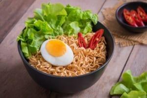 Ăn mì tôm có giảm cân không? Tìm hiểu hàm lượng dinh dưỡng có trong 1 gói mì