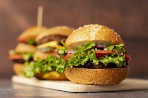 1 cái bánh hamburger bao nhiêu calo? Ăn hamburger có béo không?